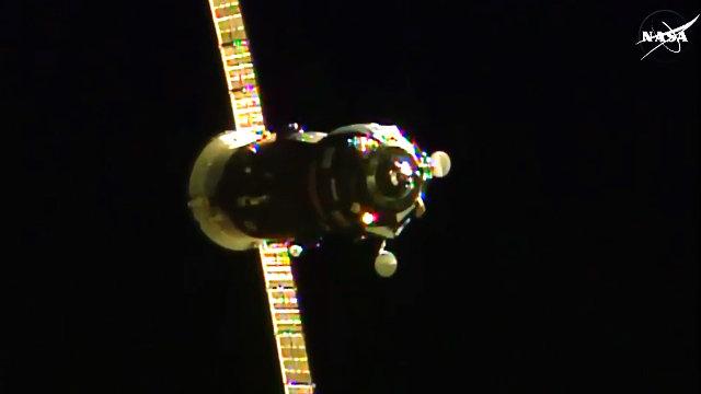 Il cargo spaziale russo Progress M-28M durante l'avvicinamento alla Stazione Spaziale Internazionale (Immagine NASA TV)