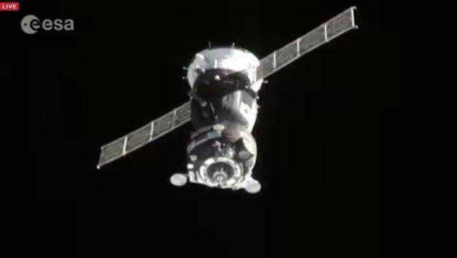 La navicella Soyuz TMA-18M durante l'avvicinamento alla Stazione Spaziale Internazionale (Immagine ESA)