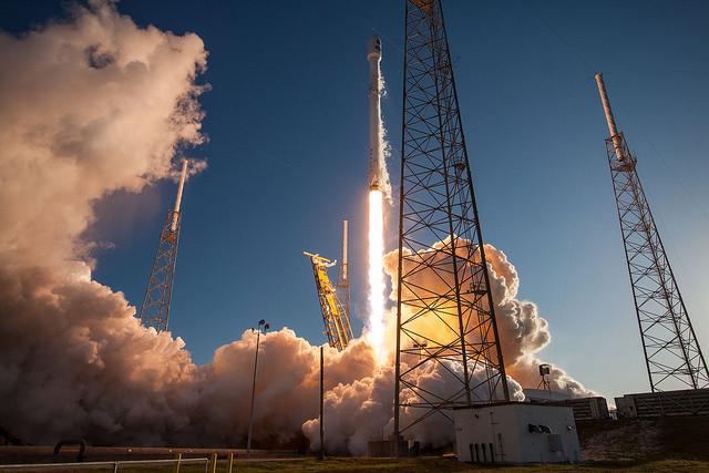 Il telescopio spaziale TESS decolla su un razzo Falcon 9 (Foto SpaceX)