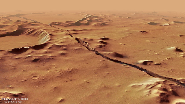 Vista in prospettiva delle Cerberus Fossae (Immagine ESA/DLR/FU Berlin, CC BY-SA 3.0 IGO)