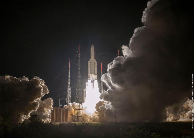 Le sonde spaziali della missione BepiColombo al decollo su un razzio Ariane 5 (Foto cortesia ESA-CNES-Arianespace)
