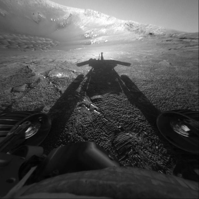 L'ombra del Mars Rover Opportunity nel 2004 (Immagine NASA/JPL-Caltech)