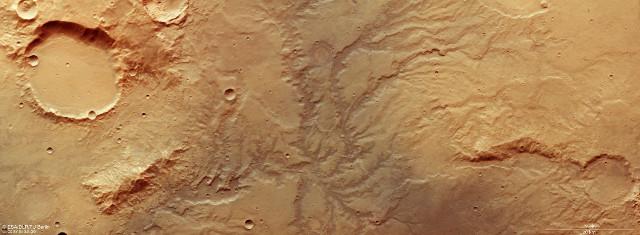 Tracce di un antichissimo sistema fluviale su Marte
