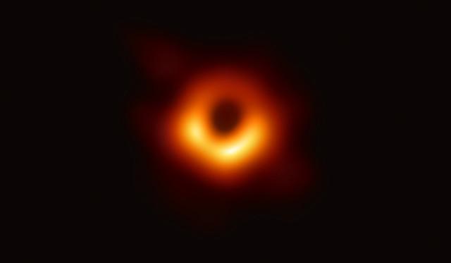 L'area attorno al buco nero supermassiccio della galassia Virgo A (Immagine EHT Collaboration)