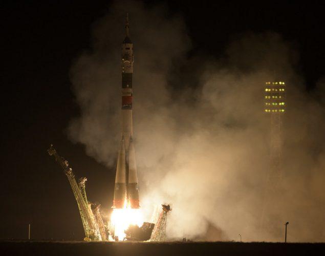 La navicella spaziale Soyuz MS-15 al decollo su un razzo Soyuz (Foto NASA/Bill Ingalls)