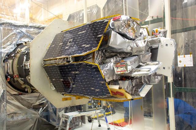 Il satellite ICON durante la preparazione (Foto NASA/Randy Beaudoin)