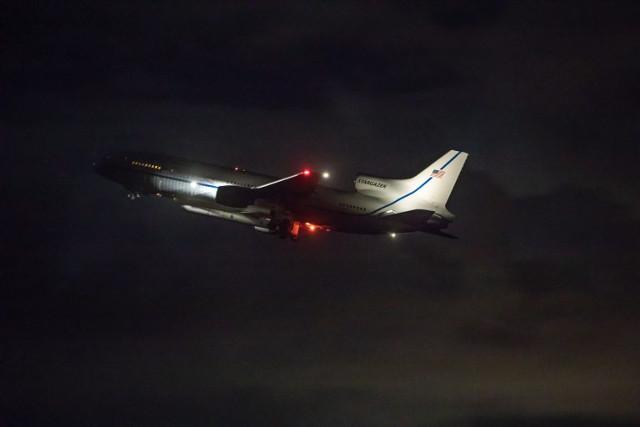 L'aeroplano L-1011 Stargazer al decollo con il satellite ICON (Foto NASA/Frank Michaux)