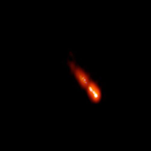 Il blazar PSO J0309+27 (Immagine Spingola et al.; Bill Saxton, NRAO/AUI/NSF.)