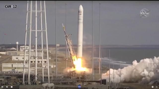 Il cargo spaziale Cygnus Katherine Johnson al decollo in cima a un razzo Antares (Immagine NASA TV)