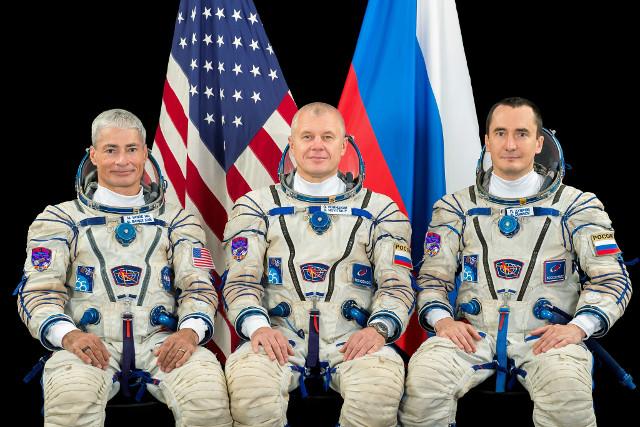Mark Vande Hei, Oleg Novitskiy e Pyotr Dubrov (Foto NASA)
