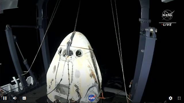 La navicella spaziale Crew Dragon Resilience sulla nave Go Navigator (Immagine NASA TV)