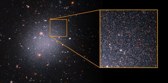La galassia NGC1052-DF2 (Immagine NASA, ESA, Z. Shen and P. van Dokkum (Yale University), and S. Danieli (Institute for Advanced Study))