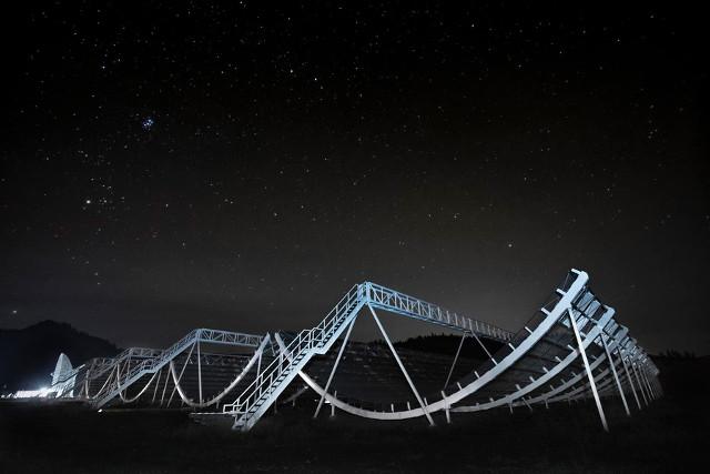 Il radiotelescopio CHIME (Foto cortesia CHIME)